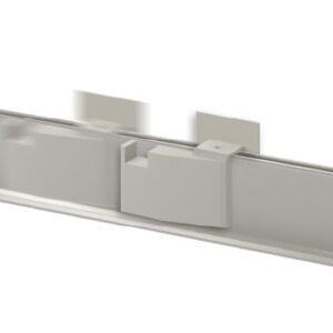 Questo accessorio permette di regolare la posizione di arresto dell'anta semi-fissa fino ad una lunghezza massima di 1500 mm; disponibile solo per le zanzariere a due battenti